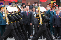 S.Sobyanin, deputados da duma do estado e veteranos Foto de Stock