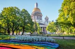 ` S St. Isaac Kathedrale in St Petersburg, Kiesel in Form eines Regenbogens Stockfoto