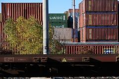 S Stefano Magra, Λα Spezia, Ιταλία, 12/08/2016 Αποθήκη σιδηροδρομικών σταθμών και εμπορευματοκιβωτίων στοκ εικόνες