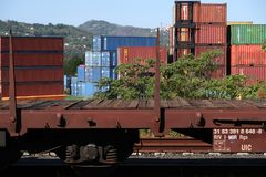 S Stefano Magra, La Spezia, Itali?, 12/08/2016 Station en containerdepot royalty-vrije stock afbeelding