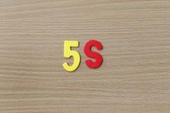 5S (Systemmanagement) des bunten Textes Stockfotos