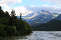 ` S Tibet de China, montanha da neve, lago Imagens de Stock Royalty Free