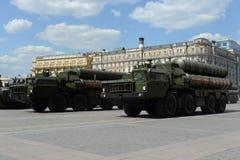 S-400 Triumf (NATO-WSKI reportażu imię: SA-21 mruk) jest przeciwlotniczym systemu broni pasmem i ampułą Zdjęcie Stock