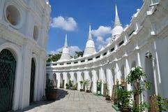 S-trottoar för thailändska pagodas ' Arkivbilder