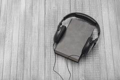 Słucha adudiobooks Zdjęcie Royalty Free