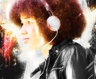 słucha kobiet muzycznych potomstwa Zdjęcie Royalty Free