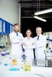 ` s un'innovazione! Un riuscito gruppo di tre scienziati è MP Immagine Stock Libera da Diritti