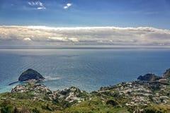 S Vista dell'isola del ` s di Angelo dall'isola degli ischi fotografia stock libera da diritti