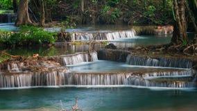 ` S Waterfal Erawan, обнаруженная местонахождение провинция Kanchanaburi стоковые изображения