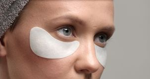 30`s woman with an eye patches on Royalty Free Stock Photos
