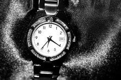 s zegarka kobiet nadgarstek Fotografia Royalty Free