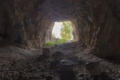 Saída da caverna, a luz na extremidade Fotos de Stock