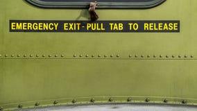 Saída de emergência - puxe a aba para a liberação Imagens de Stock