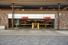 Saída de uma garagem de estacionamento fotografia de stock royalty free