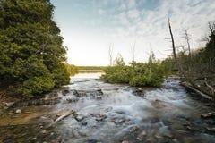 Saída do lago cyprus em Bruce Peninsula National Park fotografia de stock royalty free