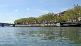 Saônerivier in Lyon, Frankrijk stock video