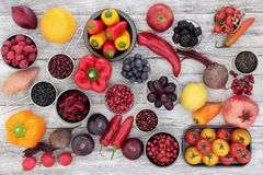 Saúde que come o alimento super Imagem de Stock Royalty Free
