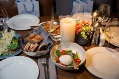 sałatka caprese Zdrowy posiłek z czereśniowymi pomidorami, mozzarella piłkami i basilem, Smakowity jedzenie Pojęcie dla smakowite obrazy stock