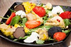 Sałatka od świeżych warzyw i mięsa kurczak Obraz Stock
