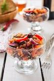 Sałatka od fasoli, mięsa i cebuli cynaderki, Zdjęcia Royalty Free