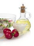 Sałatka w pucharze, słonecznikowym oleju i kwaśnej śmietance, obraz stock