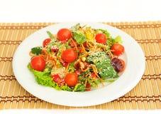 Sałatka z czereśniowymi pomidorami. Fotografia Stock