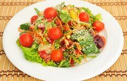 Sałatka z czereśniowymi pomidorami. Obraz Royalty Free