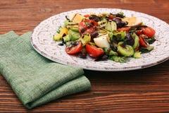Sałatka z tuńczykiem, jajkiem, pomidorem i fasolami, Zdjęcia Royalty Free