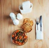 Sałatka z wołowiną, marchewkami i rozpryskanym fasoli konzhutom, Obrazy Stock