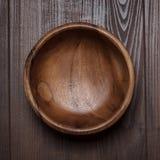 Sałatkowy puchar na drewnianym stole fotografia stock