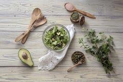 Sałaty sałatka z avocado i kaparami fotografia royalty free
