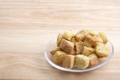 Sałatkowi Croutons na Szklanym talerzu Zdjęcie Stock