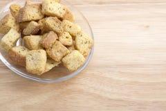 Sałatkowi Croutons na Szklanym talerzu Zdjęcia Royalty Free