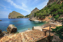 Sa Calobra村庄在地中海的岸的 海岛马略卡,西班牙 库存照片
