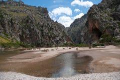 Strand för Sa Calobra i Mallorca Royaltyfri Foto