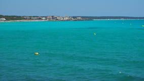 Sa Rapita, Μαγιόρκα Ισπανία Καταπληκτικό τοπίο της γοητευτικής παραλίας ES Rapita και της τυρκουάζ θάλασσας απόθεμα βίντεο