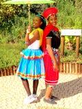 SA traditionele Modellen die Zuid-Afrika stellen Stock Foto