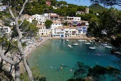 Sa tuńczyka plaża i wioska krajobraz od starej nadmorski ścieżki, Costa Brava, morze śródziemnomorskie, Catalonia, Hiszpania Zdjęcie Stock