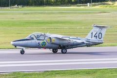 SAAB 105 αεριωθούμενα αεροσκάφη εκπαιδευτών που προσγειώθηκαν ακριβώς Στοκ Φωτογραφίες