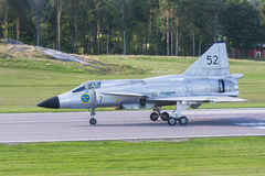 SAAB 37 aviões de lutador de Viggen na pista de decolagem Fotos de Stock