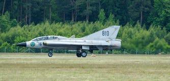 Saab 35 Draken met dubbele delta na het landning Stock Foto's