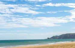Saaidia海岛和波浪和岩石 免版税图库摄影
