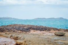 Saaidia海岛和波浪和岩石 图库摄影