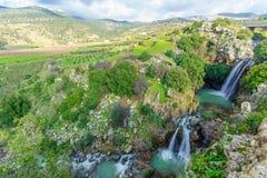 Saar-Wasserfall und die Nimrodfestung, in Golan Heights lizenzfreies stockbild