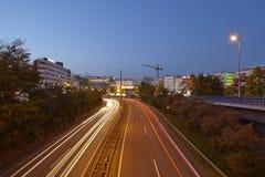 Saarbruecken - miasto autostrada w błękitnej godzinie Fotografia Royalty Free