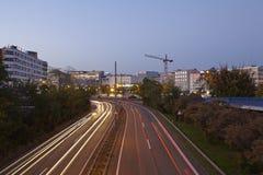 Saarbruecken - stadshuvudväg i den blåa timmen Fotografering för Bildbyråer