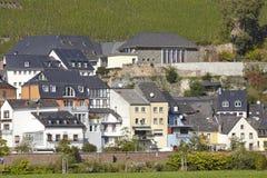Saarburg - дома вдоль реки Саара Стоковая Фотография