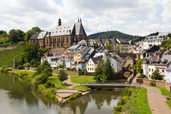 Saarburg in dem Fluss Saar Stockbilder