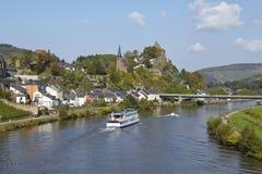 Saarburg - sikt från en Saarland bro Fotografering för Bildbyråer