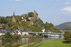 Saarburg - vista da un ponte della Saar Fotografia Stock